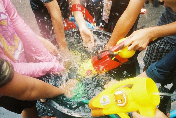 songkran-water-pistols