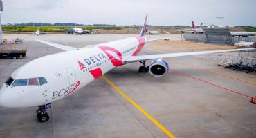 Pink plane to raise awareness against breast cancer