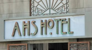 Tourist and fans flock to the hotel that inspired American Horror Story