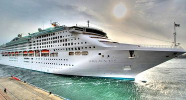 Cruise ship slashes Wifi charges by 90%