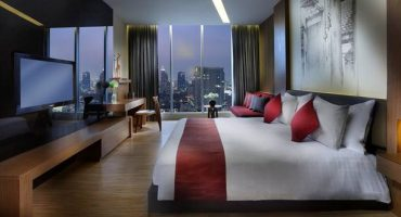 Website allows people to find roommates to split luxury hotel bills