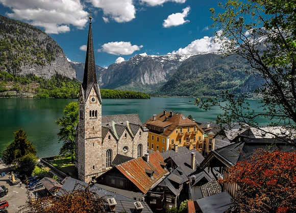 Scenery behind the village of Hallstatt in Austria
