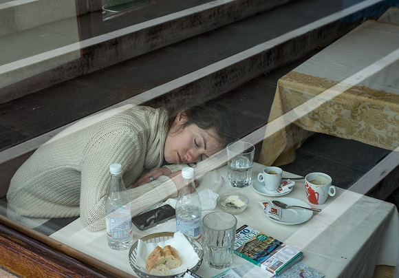 Woman asleep in Venice due to jet lag