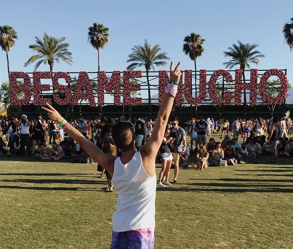 Real Guys Wear Ties travel blogger at Coachella
