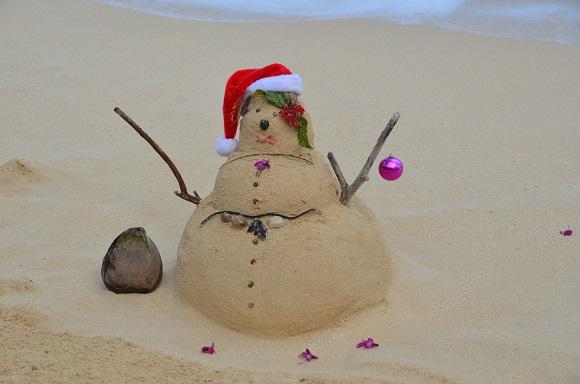 Hawaii christmas beach snowman